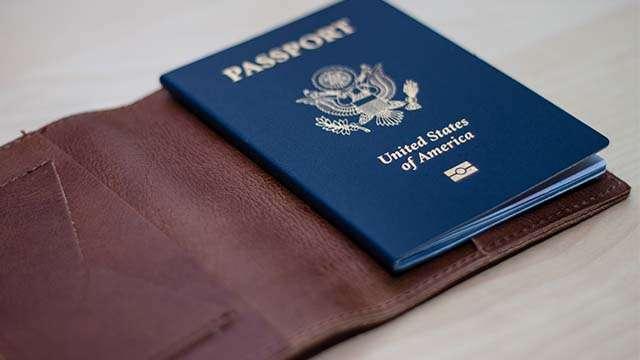 7 Best Passport Holders for Travelling