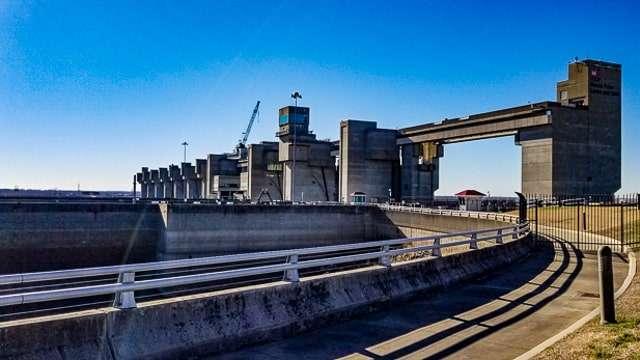Melvin Price Locks and Dam - Alton IL