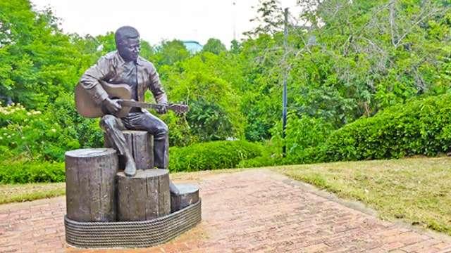 Otis Redding Statue in Macon GA