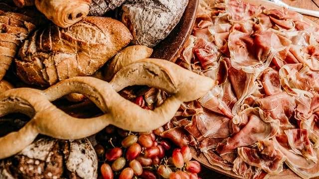 Parma Ham with bread & grapes