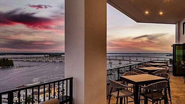Beacon Social Drinkery Rooftop Bar - Luminary Hotel